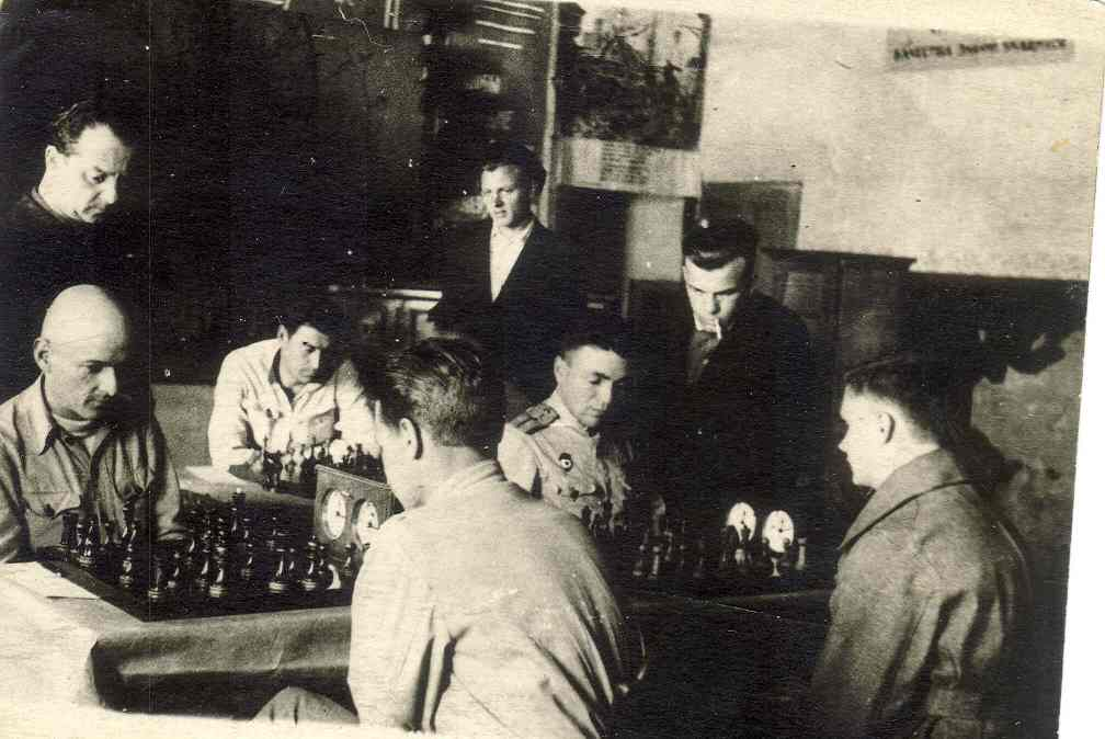 Josef Vatnikov (in army uniform) was a winner of the military chess tournament in Krasnodar, 1944